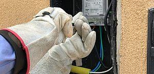 Saiba os riscos das ligações clandestinas e irregulares na rede elétrica