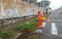 Prefeitura leva mutirão de limpeza a bairros da parte baixa de Maceió