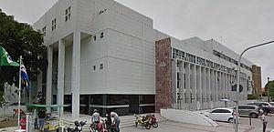 Faculdade é condenada a indenização por não entregar diploma
