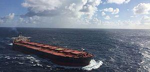 Navio encalhado tem cerca de 4 mil toneladas de óleo, diz Ibama
