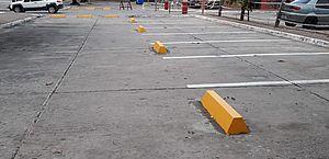 Veículos de turismo devem estacionar de forma intercalada na orla de Maceió
