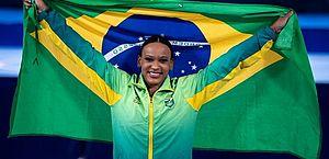 Rebeca tem desempenho histórico com ouro e prata no Mundial de ginástica