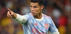 Cristiano Ronaldo iguala recorde, mas United toma virada de time suíço no fim