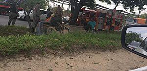 Carro cai em vala e deixa ferido na Avenida Durval de Góes Monteiro