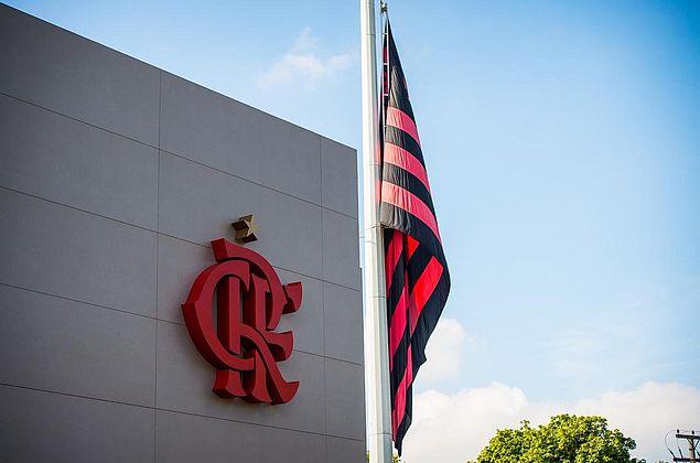 """""""Escreveram Mickey certo, não foi a torcida"""", diz diretor ao ironizar protesto no Flamengo"""