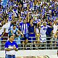 Técnico Marcelo Cabo aplaude a torcida no Rei Pelé
