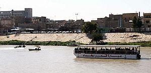Naufrágio de balsa deixa mais de cem mortos no Iraque