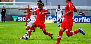 CRB sofre gol no 1º tempo, não consegue reagir e perde para o Vitória em casa