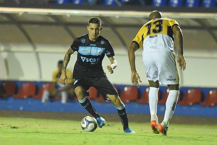 Alisson Farias estava disputando a Série B pelo Tubarão
