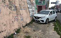 Carros batem em cruzamento com semáforo intermitente no Centro de Maceió
