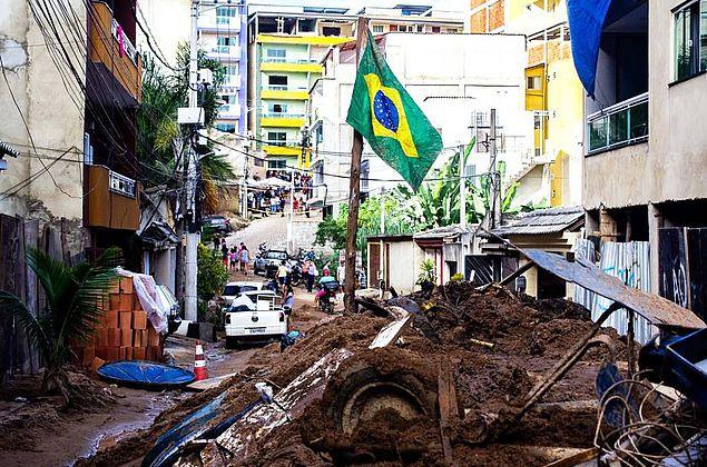 Testemunhas reconhecem suspeito de construir prédios que desabaram no Rio