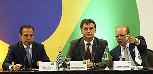 Jair Bolsonaro e os organizadores do fórum, João Doria (SP) e Ibaneis Filho (DF)