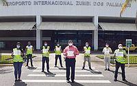 Funcionários de aeroportosrealizam homenagem às vítimas da covid-19