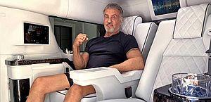 Sylvester Stallone coloca seu Cadillac limusine à venda por quase R$ 2 milhões
