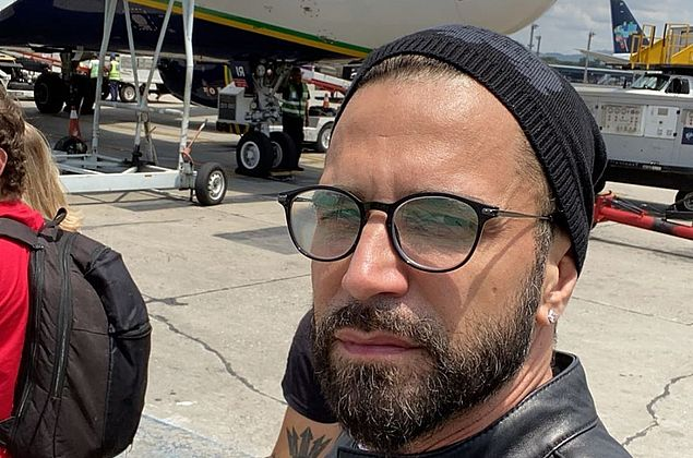 Latino vive momentos de pânico após avião sofrer pane elétrica
