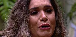 Ex-BBB Gizelly Bicalho revela complicações em cirurgia no seio e pede orações