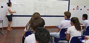 Salário de professor deve ficar isento de IR, determina projeto
