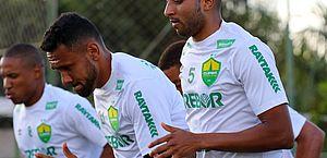 No Cuiabá,WilliansSantanavaloriza campanha do clube na Série B em 2020