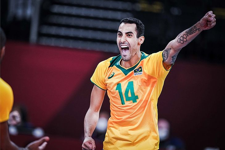 Douglas Souza, da seleção de vôlei, não subiu ao pódio, mas viralizou nas redes sociais com bastidores da equipe olímpica