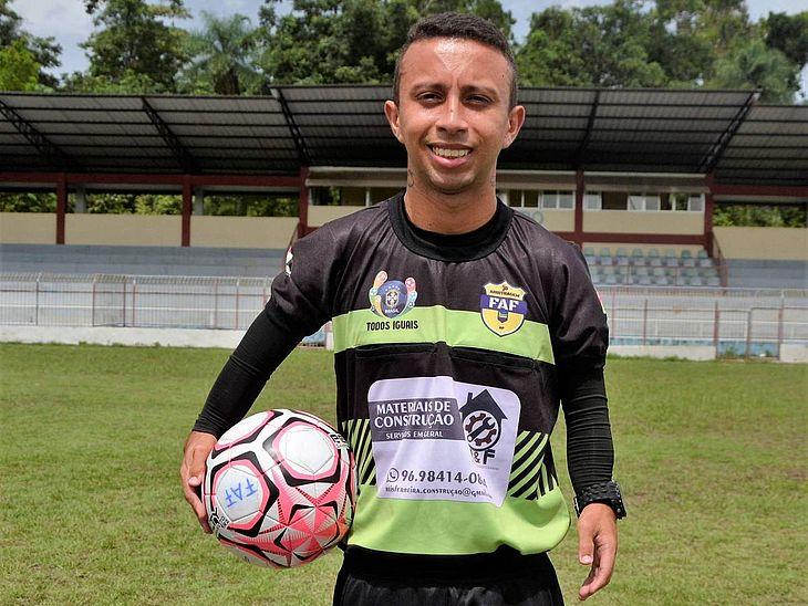 Fabrisio Ferreira, 28, é árbitro de futebol no Amapá e sonha em chegar ao quadro da CBF