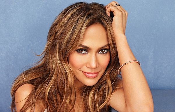 A leonina Jennifer Lopez tem 51 anos