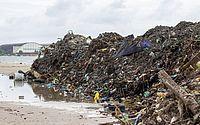 Chuva: operação de limpeza retira quase 400 toneladas de resíduos na Praia da Avenida