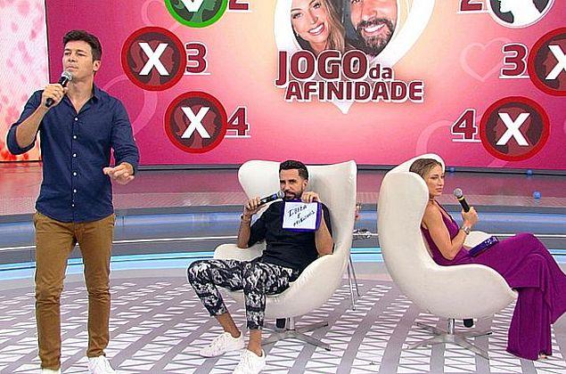 Hora do Faro: Latino participa do Jogo da Afinidade com a amada