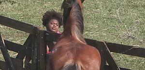 Vídeo: Jojo perde a paciência e discute com cavalo 'bagunceiro' em A Fazenda 12