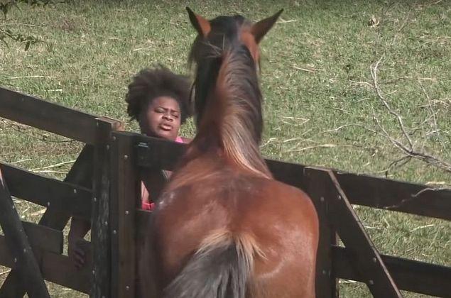 Jojo perde a paciência e discute com cavalo 'bagunceiro' em A Fazenda; veja vídeo