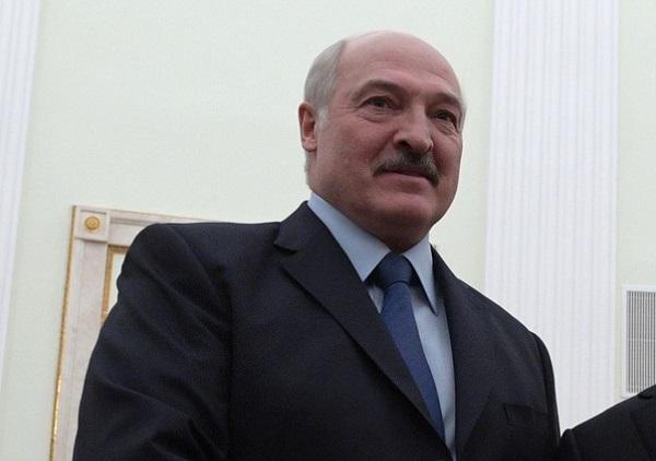 Milhares vão às ruas protestar contra posse de líder bielorrusso